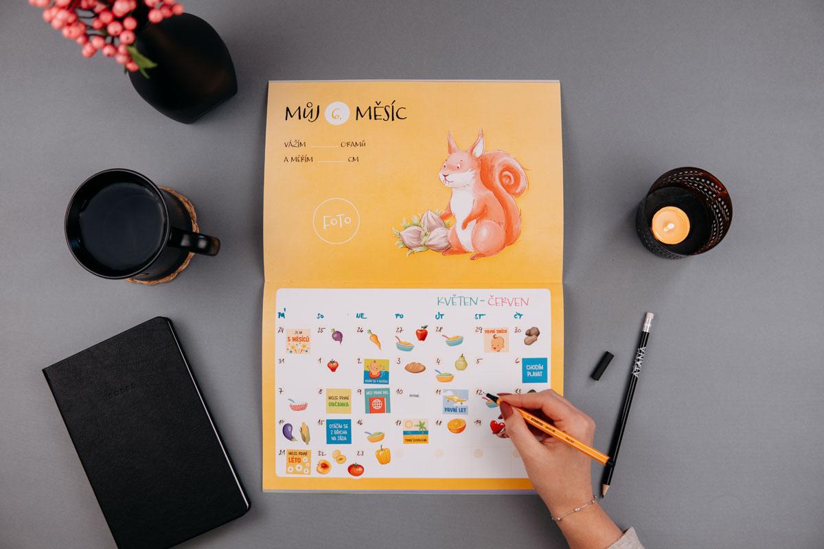 Unikátní samolepková knížka - Můj první kalendář